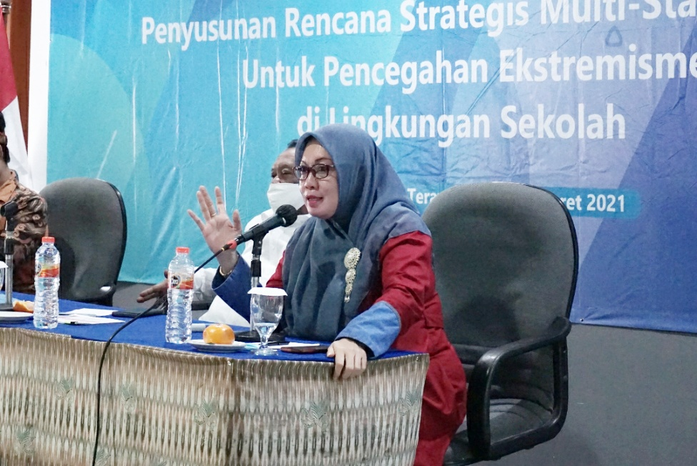 Isnatin Ulfah:  Strategi Pencegahan Ekstremisme bagi Perempuan